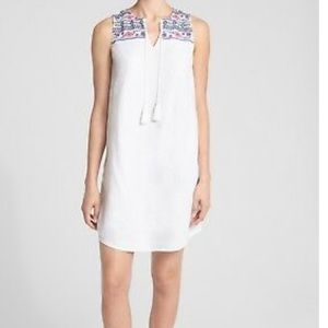 GAP WHITE LINEN DRESS WITH COLORFUL EMBROIDERY